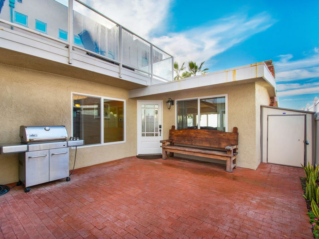 Lower Level Entry BBQ - 35119 Beach Road, Dana Point, CA | Beach Road Realty
