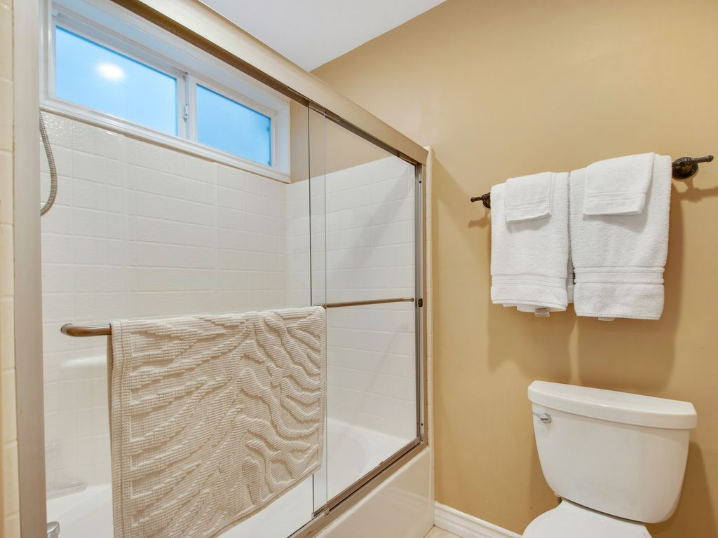 Lower Level Primary Shower Tub Room - 35119 Beach Road, Dana Point, CA | Beach Road Realty