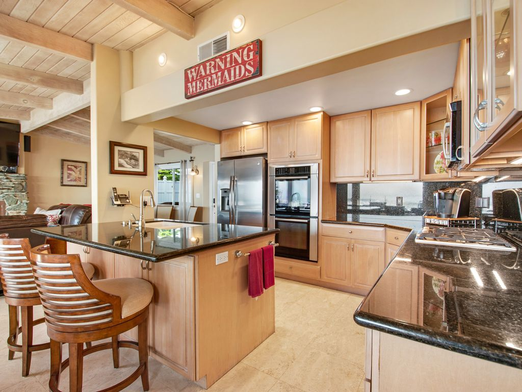 Lower-Level-Ocean-View-Kitchen